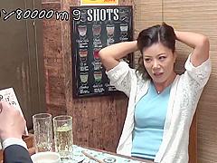 【熟女ナンパ】「おばさんを酔わせてどうするつもり?」居酒屋で一人呑みしている熟女を口説いてお持ち帰り中出し不倫セックス!