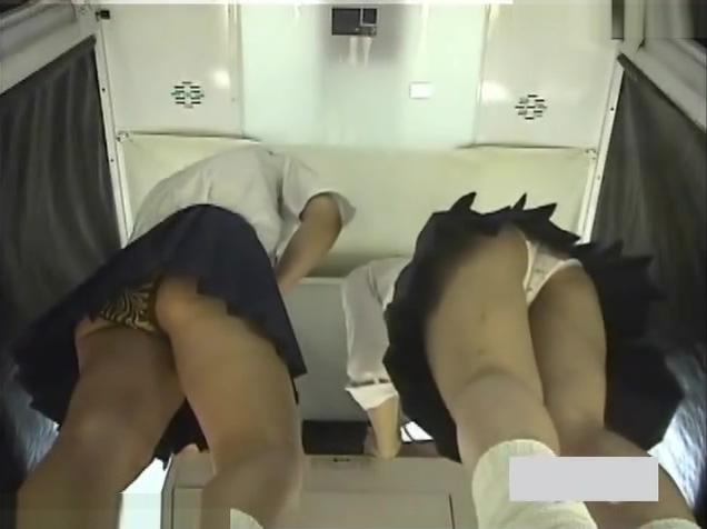 Hidden Japanese Upskirts - Japanese schoolgirls upskirt voyeur - VJAV.com